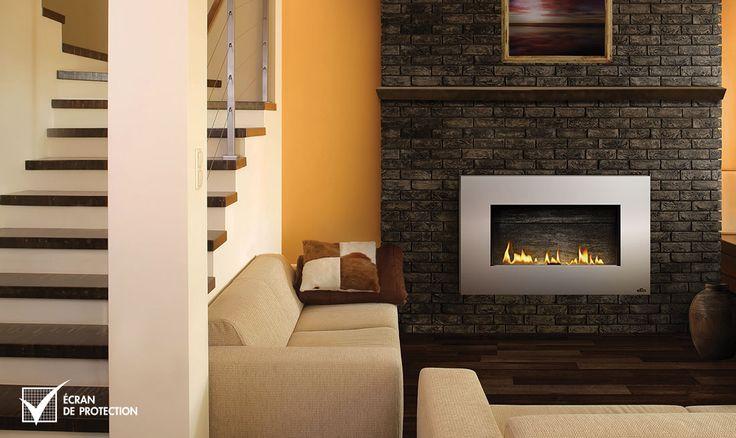 Le Plazmafire 31 foyer au gaz de Napoléon est facile à installer en plus d'offrir toutes les commodités d'un foyer au gaz à évacuation directe.