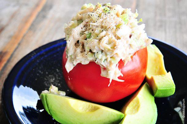 Ensalada de cangrejo…Es tan ligera, sabrosa y extremadamente versátil.     Es perfecta para todo, desde un almuerzo ligero a una comida campestre o incluso para un gran evento…
