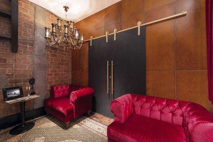 Corten - Designer de int. Roberta Dias - Casa Cor Paraná - Foto: Carol Sábio #metal #tons metalicos #metalicos #cobre #dourado #ouro #corten #oxidado #oxyden #lucce #aco #metallic #piso #design #arquitetura #castelatto #revestimento #decor #sofisticacao #textura #inovacao #floor #revestimento #parede #wall #interioresdesign #style #decoraçãodeinteriores #decordesign #decorando #referencia #decoration #decorlovers #decoracao #archilovers #revestimento #wall #3d #tridimensional #parede3d…