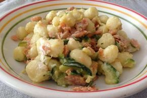 Gnocchi con salmone affumicato, zucchine e Philadelphia