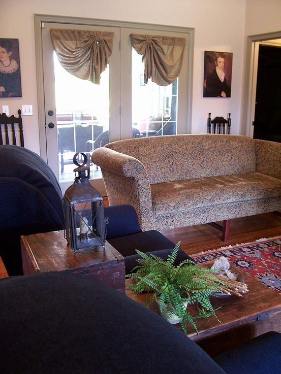 59 Best Images About Colonial Or Early American Living Rooms On Pinterest Primitive Living