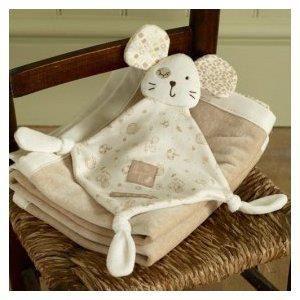 Muñeco dou-dou Mee Mee Mouse   Juguete en suave algodón orgánico y tejido de punto.  ¿Quien puede resistirse a la carita de Mee Mee Mouse?. Este dou dou, recomendado desde el nacimiento, será el favorito de tu bebé. 100% suave algodón. Se puede lavar a maquina. Votar en http://www.facebook.com/bebemundi