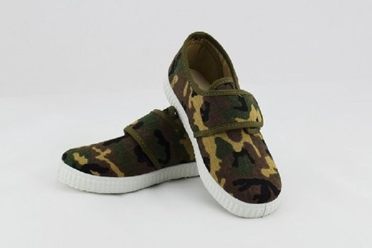 Cienta 100% cotton canvas Camo shoe for your little boy. Comfy and rugged, perfect for everyday.