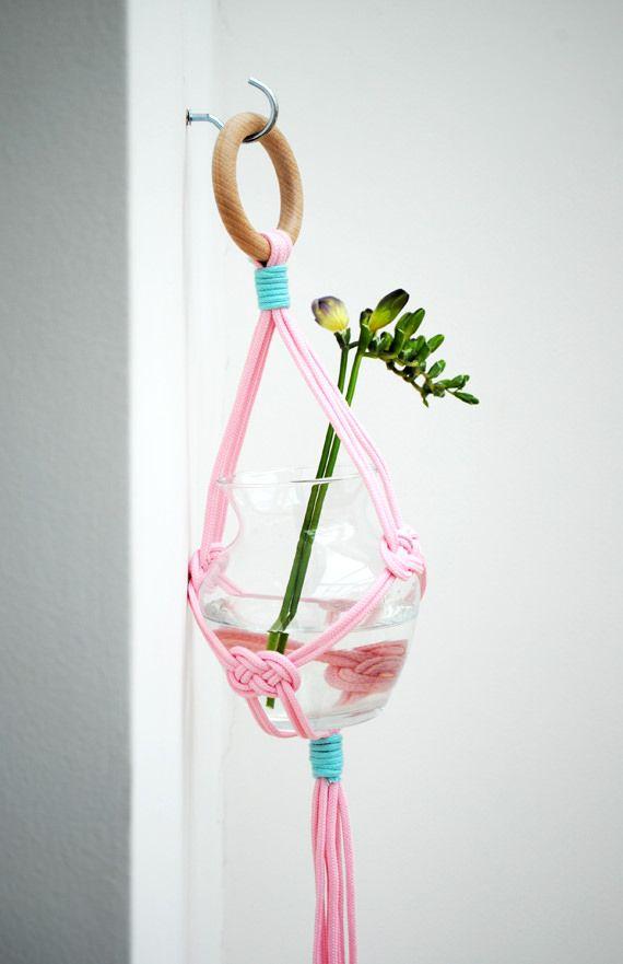 Free macrame plant hanger pattern