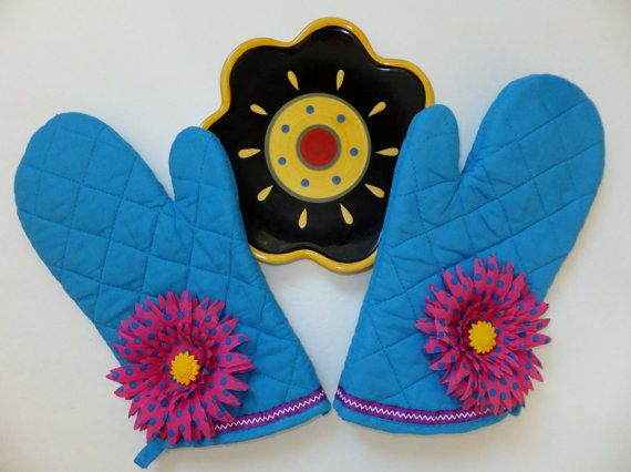 Bright Blue Oven Mitt Set  Insulated Hot Pad by juliegalbraith