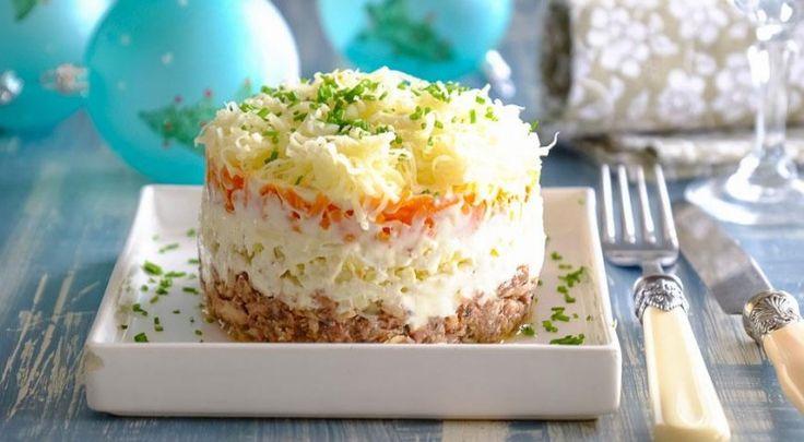 Салат «Мимоза» с сайрой - классический рецепт / Простые рецепты