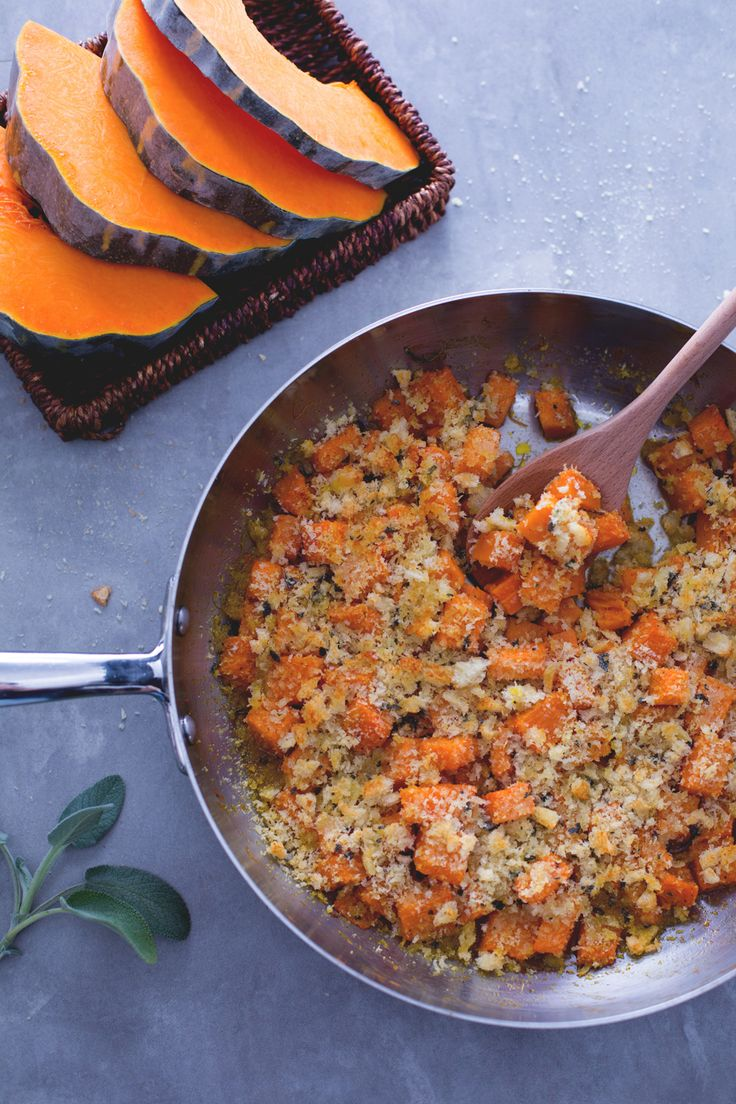 Zucca gratinata: lasciati conquistare dalla sua croccante panure insaporita con Parmigiano e salvia. Pumpkin gratin