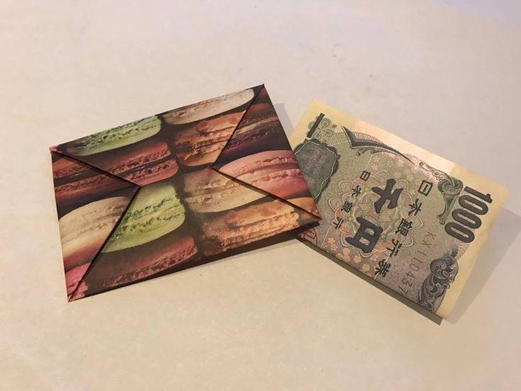 子供や親せきの子におこづかいを渡す機会ってあったりしますよね。そんなときはどうやって渡していますか?お札をむき出しのまま渡すのはちょっと嫌だし、かといって封筒に入れるほどの金額でもないし、と悩むことってあると思います。そういう、ちょっとお札をあげたりするときに便利なのがポチ袋。今回は折り紙を使って、なにかと使えるポチ袋の作り方をご紹介します。