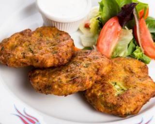 Croquettes de tomate légères au four : http://www.fourchette-et-bikini.fr/recettes/recettes-minceur/croquettes-de-tomate-legeres-au-four.html