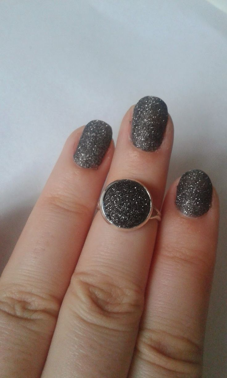 Little black glitters ring   http://my-p-project.blogspot.hu/2015/01/praktika-fekete-csillamos-gyuru.html
