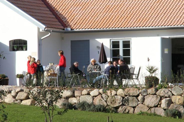 Kuskahusen Gårdshotell är ett mysigt litet gårdshotell vid Verkeåns naturreservat på Österlen. Ett förstklassigt boende med hög standard och modern komfort. Läs mer på http://mittosterlen.se/osterlens-parlor/kuskahusens-gardshotell/