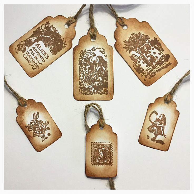 "Tags ""Alice's Adventures in Wonderland"" - Handmade Gift Tags, Gift Tags, Favor Tags, Holiday Gift Tags, Hand Stamped Tag, Shabby, Tag di TheEmporiumOfWonders su Etsy"