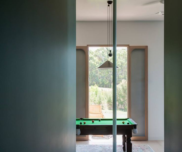 Let's have a pool match ? #Aggregato suspension ► http://bit.ly/2iVP9HZ #design Enzo Mari & Giancarlo Fassina Journey House in Shoreham, Mornington Peninsula (Australia) | Project by Honeyman + Smith Architects | © Nicole England