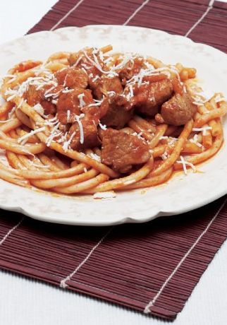 """Amateur Cook Professional Eater - Greek recipes cooked again and again: The Greek """"Rosbif"""" in tomato sauce served with macaroni"""