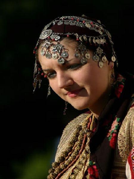 Balkan | 'devojka-galicnik makedonija' © PanaComp