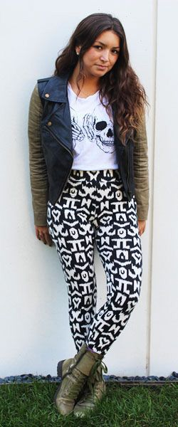 how to wear printed pants