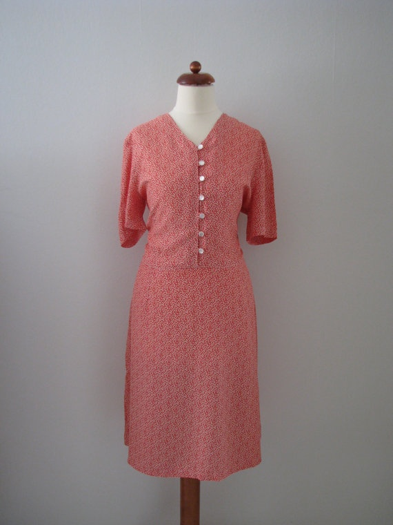 70s does 40s Red Floral Shirtwaist Tea Party Dress w/ Attached Belt