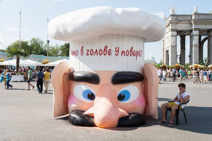 What's inside the cook's head installation in Moscow