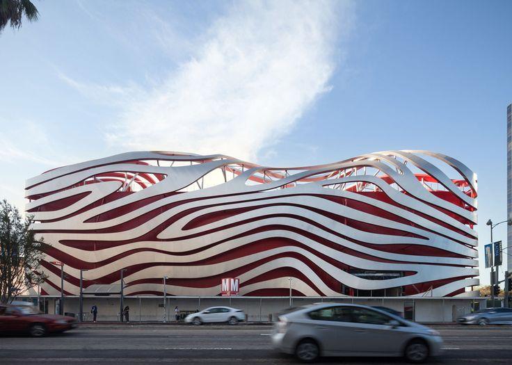 #Fachada • Renovación del Petersen Automotive Museum en #LosAngeles Diseño de Kohn Pedersen Fox