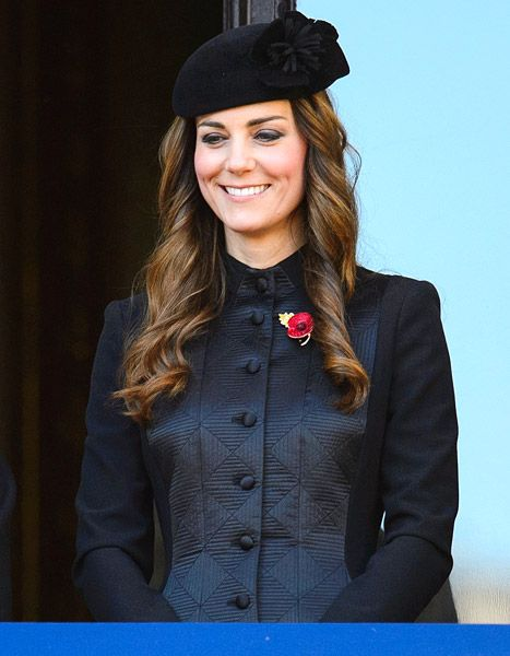 Kate Middleton looks beautiful in black at the Remembrance Sunday service.