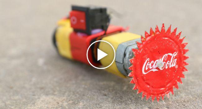 Com Uma Pilha e Muita Imaginação Ele Conseguiu Criar Uma Funcional Mini Rebarbadora
