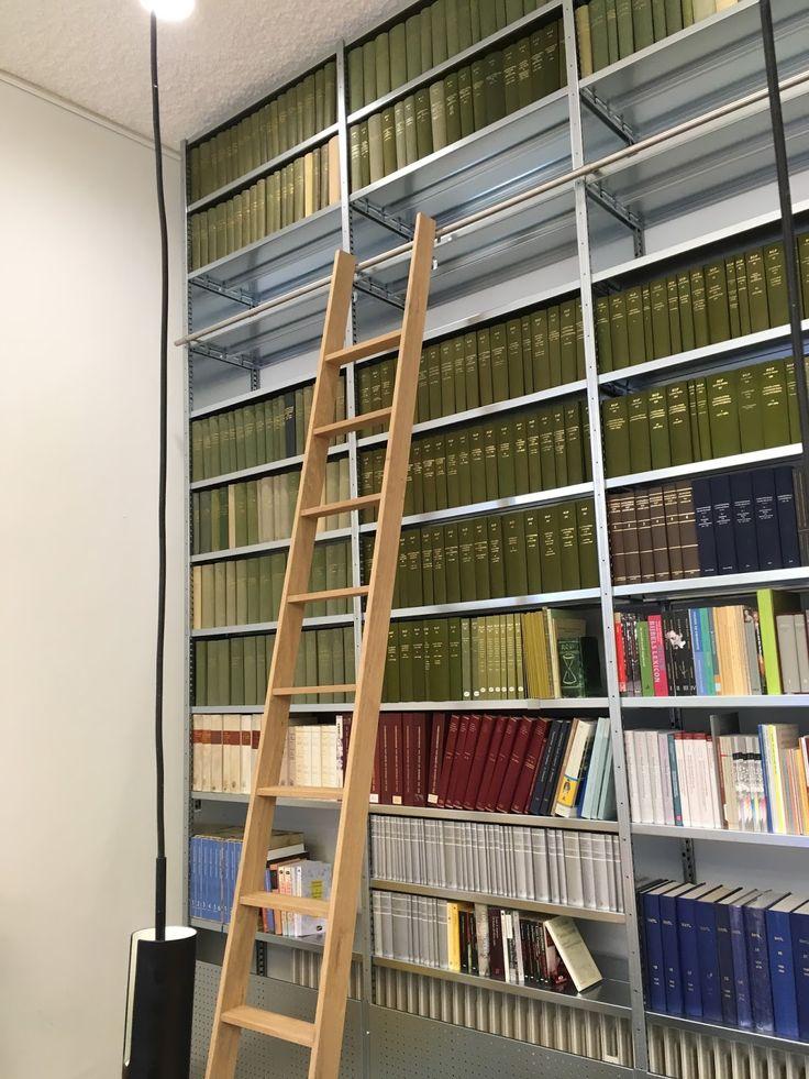 """Joris Bökkerink (Nijmegen, 1972) is al geruime tijd als ontwerper actief in de interieurarchitectuur. In zijn """"atelier voor ruimtelijke vormgeving en interieurbouw"""" maakt hij voor particulieren en het MKB allerhande interieurwerk. """"Alles wat binnen de muren van een woning of gebouw past"""".   Naast dit toegepast werk (zie <a href=""""http://www.jbbinnenwerk.nl"""">www.jbbinnenwerk.nl</a>) ontwerpt en maakt Joris ook meer """"vrij"""" w..."""
