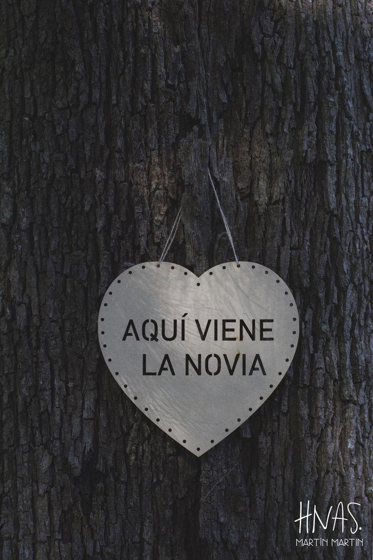Estancia Santo Domingo, Lobos - casamiento - boda - ambientación - wedding - decorwedding - campo - caballerizas cartel para cortejo