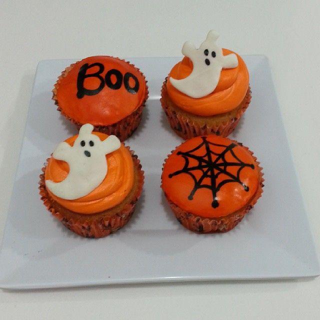 Halloween sin #cupcakes no es #halloween ! - Llámanos y cuéntanos que diseño quieres en tus cupcakes para este 31 de Octubre. Marca en #Bogota al 317 657 5271 (1) 625 1684 o visítanos en #Cedritos en la Cra 11 No. 138 - 18. #HappyHalloween #FelizHalloween #Octubre. Síguenos también en www.Facebook.com/PasteleriaSoSweet Twitter: www.twitter.com/sosweetchef Pinterest: www.pinterest.com/sosweetcol e Instagram: www.instagram.com/pasteleriasosweet #Spooky