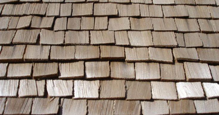 Cómo instalar tejas de madera en el techo. Las tejas de madera son un material de construcción tradicional, que se coloca sobre un tejado en forma superpuesta. Las capas de tejas sirven para repeler el agua y evitar que penetre la estructura subyacente de la casa, causando graves daños. Las tejas de madera se pueden sujetar a un techo sobre revestimiento o listón, y deben fijarse con ...