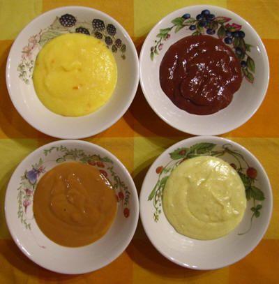 Vier keer vla, van linksboven met de klok mee: sinasappelvla, chocoladevla, vanillevla, hopjesvla