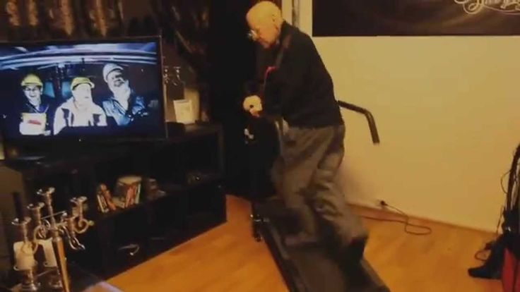 OLD MAN FALLING ON TREADMILL! MUST WATCH!