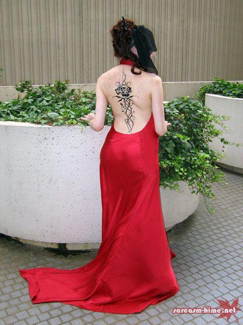 "Jacqueline Carey's ""Kushiel's Dart"" tattoo.  Is it real!?!?"