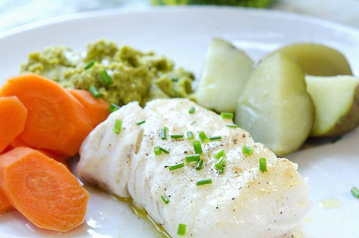 stekt torsk med ertepure og kokte poteter