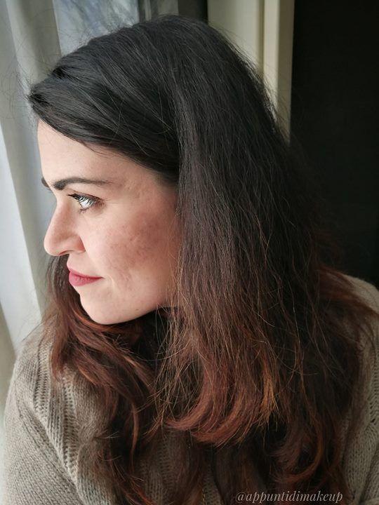 Questa è la situazione dei miei capelli ad oggi: sono sani morbidi pieni e privi di doppie punte ma come vedete il loro aspetto non è dei migliori. Sono anche crespi indisciplinati poco lucidi.   Nei prossimi mesi vorrei tentare di dare una svolta alla loro cura. Tra le mie cartucce ho e uso già le maschere Alkemilla Eco Bio Cosmetic e i prodotti di Sezione Aurea Cosmetics ma ho già previsto di affiancare loro le erbette e gli henné di Le Erbe di Janas i prodotti Gyada Cosmetics il leave-in…