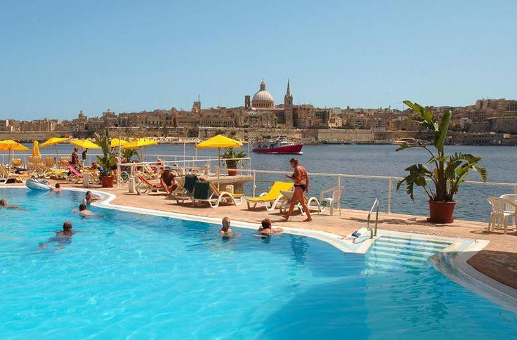Geniet van een heerlijk verblijf in hotel Fortina, direct aan de boulevard van de stad Sliema, met prachtig panorama uitzicht op het Middeleeuwse Valleta. Het complex beschikt over een mooie tuin en een uitstekend wellness centrum met o.a. verwarmde (zoutwater) binnenzwembaden, jacuzzi, sauna en massagemogelijkheden.