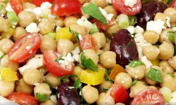 Manger SANTÉ n'aura jamais été aussi bon! Voici l'excellente salade de pois chiches méditerranéenne