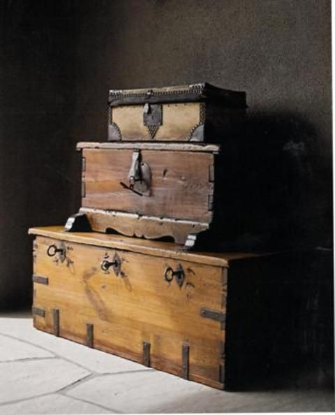 Have always loved old wooden trunks. Would be great to have a collection and stack them.