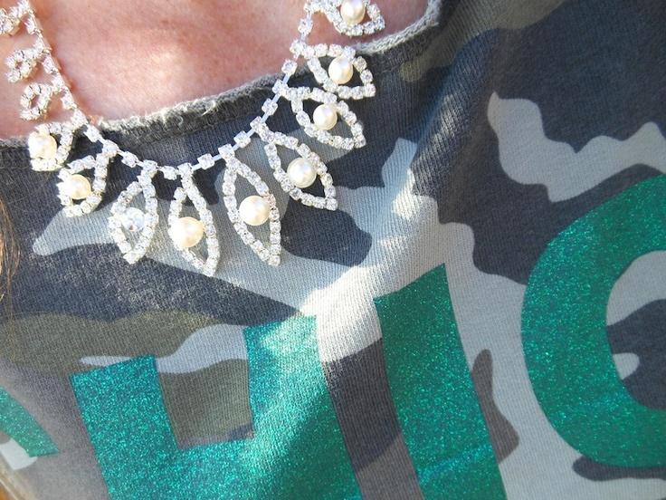 idea outfit felpa camo glitter risskio, giallo fluo , bag scarpe borchie, parka eco, amanda marzlini fashionamy italian parma, outfit blogger, felpe estate 2013.