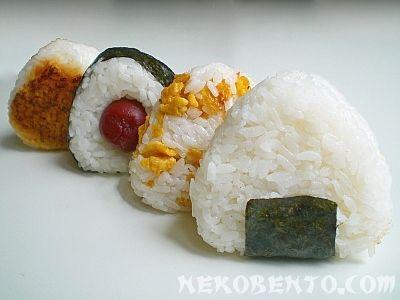 Onigiri Rezepte... eher 350/400ml Wasser auf 300g Reis. Mit Sushi-zu würzen (40ml Reisessig, 20g Zucker und 10g Salz)