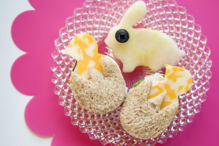 Healthy Easter treat for kids: mini chicken/egg sandwiches (not made with actual chicken or egg.) Cute!