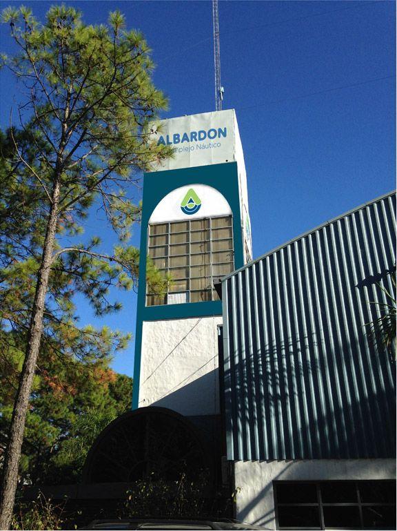 El nuevo logo aplicado en la Torre de Albardón Complejo Náutico