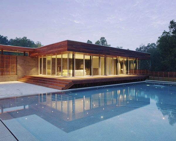 U-Shaped Residence in Missouri With a Spectacular Outdoor Courtyard - http://freshome.com/2012/06/09/u-shaped-residence-in-missouri-with-a-spectacular-outdoor-courtyard/