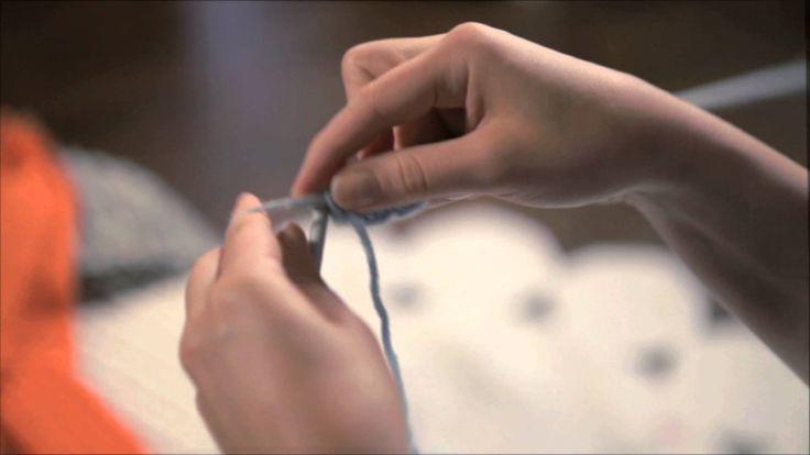 Video, jossa näytetään joustinneuleen neulominen (oikeakätinen)