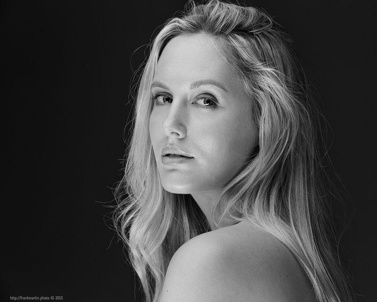 https://flic.kr/p/z4cXYR - Peter Coulson Workshop - Model: Jessica King - Photographer: Frank Martin #Photo #Photography #Portrait #Studio #Softlight #Blond #Beauty #Hairstyle #Model #PeterCoulson #Workshop #Headshot #Fashion