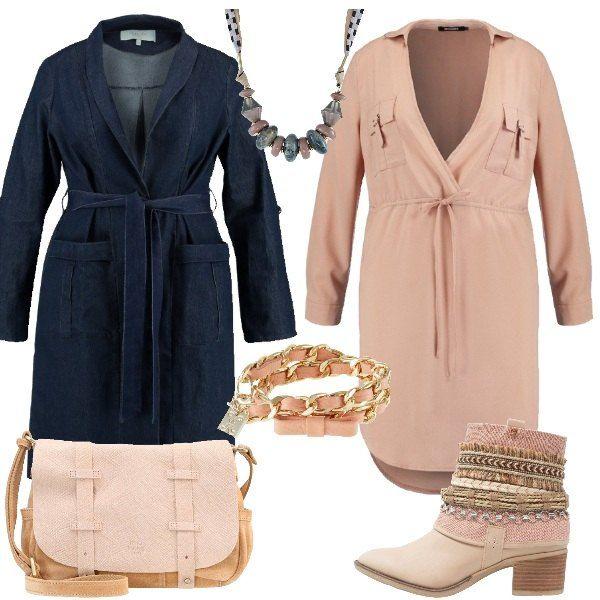 Outfit per la donna curvy che ama giocare con le sue forme. Il look è composto da trench in denim con cintura in vita e collo classico, abito rosa con scollo incrociato e stivaletti texani rosa con punta tonda. Completo l' outfit con una borsa a tracolla in pelle e cuoio, una collana originale in metallo rosa cipria e un bracciale in pelle e metallo rosa salmone.