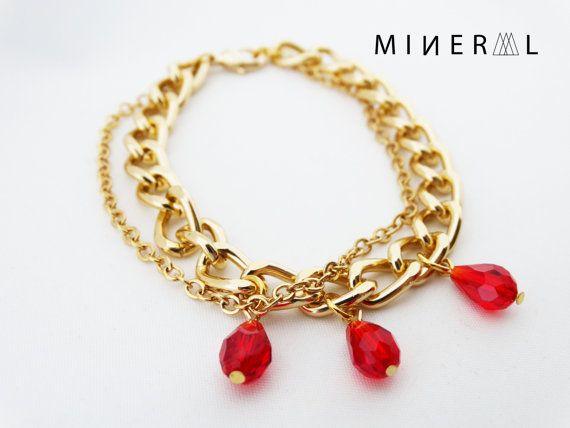Bracelet couleur or avec crystal rouge par MNRL sur Etsy