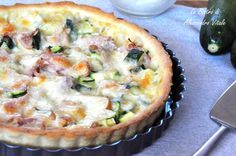La Crostata di zucchine mozzarella e prosciutto cotto, secondo piatto semplice e salutare. La sua velocità rende questa pietanza unica!