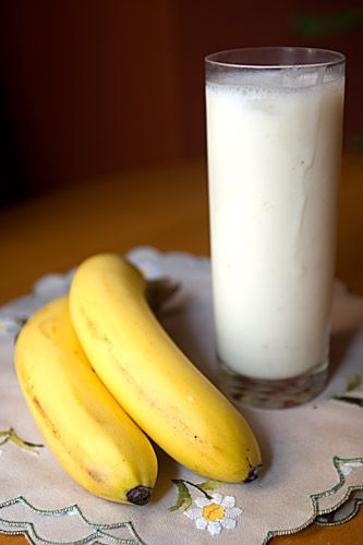 Banana Lassi, Indian Yogurt Drink – Honest Cooking