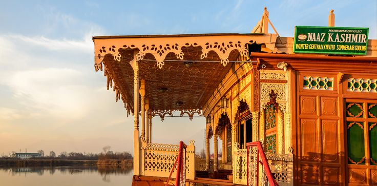 A Memorable Journey with the Luxury Houseboat in Kashmir................... http://www.naazkashmir.com/blog/a-memorable-journey-with-the-luxury-houseboat-in-kashmir/