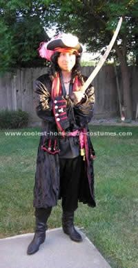 Best 25 homemade pirate costumes ideas on pinterest pirate 10 cool homemade pirate costume ideas for halloween homemade pirate costumesdiy solutioingenieria Gallery